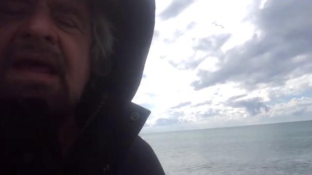 """La provocazione di Grillo: """"Votate per i peggiori, che siamo noi"""""""