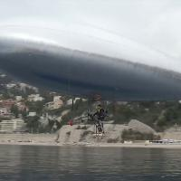 """Francia: in volo sul Mediterraneo sul """"piccolo Zeppelin"""" a pedali"""