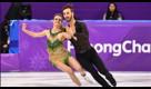 PyeongChang 2018, si slaccia il vestito durante la gara: i pattinatori francesi perdono l'oro