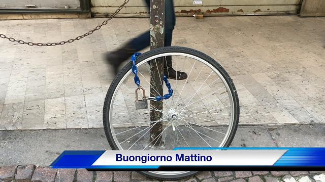 Padova, spariscono le biciclette e rimangono le ruote
