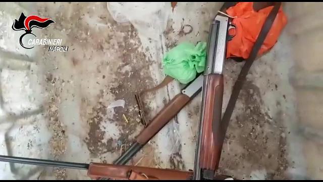 Fucili e tremila cartucce nel casolare: arrestato un 45 enne nel Napoletano