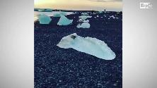Islanda, blocchi di iceberg come gioielli: la magia della 'spiaggia dei diamanti'