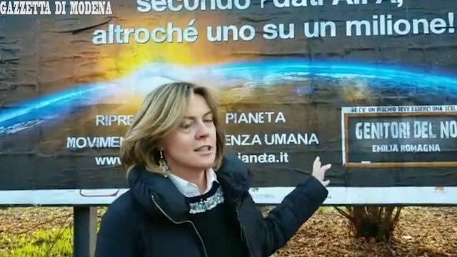 """Modena, il ministro Lorenzin contro i manifesti no vax """"Mettono a richio i bimbi"""""""