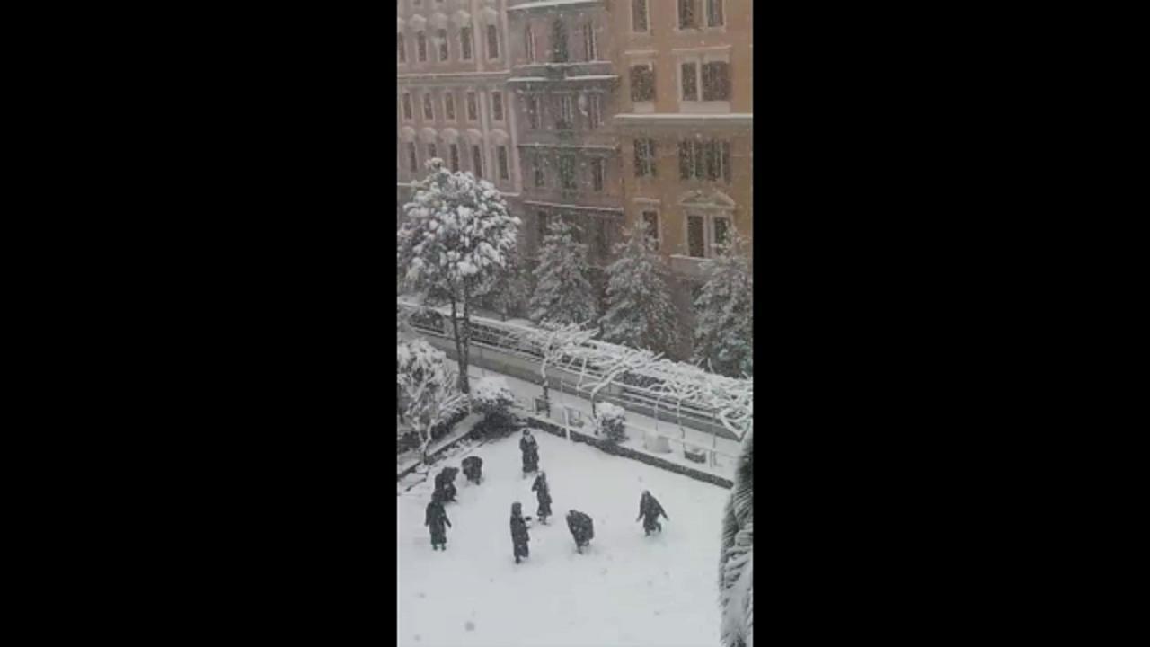 Risultati immagini per cortile del convento di via dell'Olmata mentre si prendono a palle di neve.