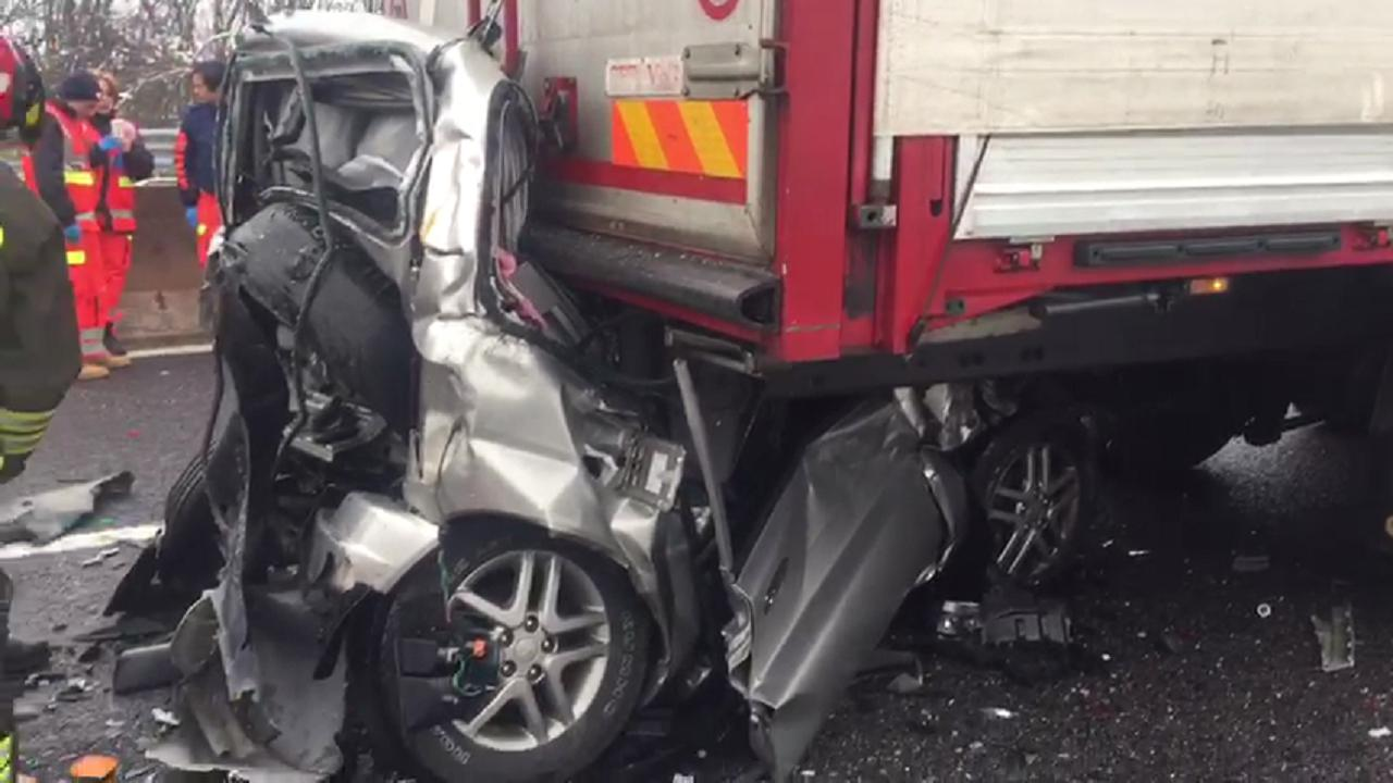 incidente mortale tra ferrara nord e ferrara sud - video la nuova