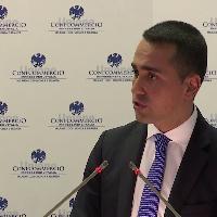 Reddito cittadinanza, Di Maio a imprenditori: ''Nessuno verrà pagato per stare sul divano''