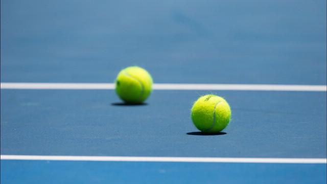 Le palline da tennis sono verdi o gialle? A risolvere l'enigma ci pensa Roger Federer