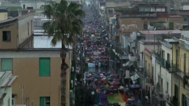 Ventimila persone in marcia sotto la pioggia per le vittime innocenti