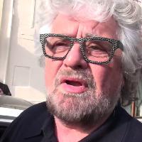 """Roma, Beppe Grillo ai giornalisti: """"Bambini andate a giocare più in là"""""""