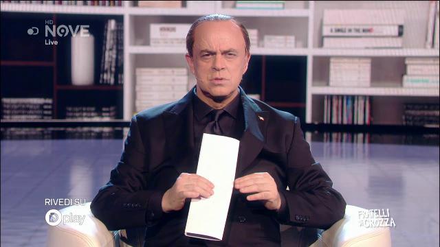 """Crozza-Berlusconi su alleanze: """"Ora chiamo Salvini così facciamo la pace"""""""