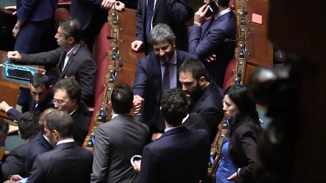 Presidenza Camera, strette di mano e abbracci a Fico prima dell'esito del voto