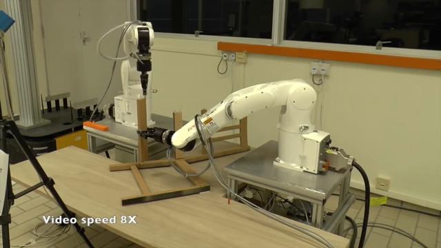 Il robot fa meglio dell'uomo, monta sedia Ikea in soli 8 minuti