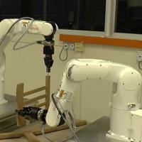 Singapore: il robot che monta la sedia Ikea