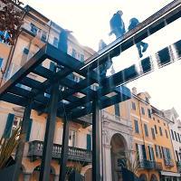 """Varese: un ponte di vetro per camminare """"sopra"""" il centro della città"""