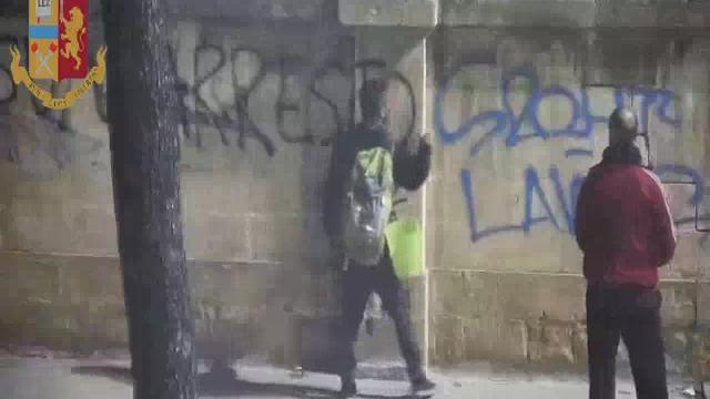 Lecce, il video della questura che inchioda il giovane No Tap