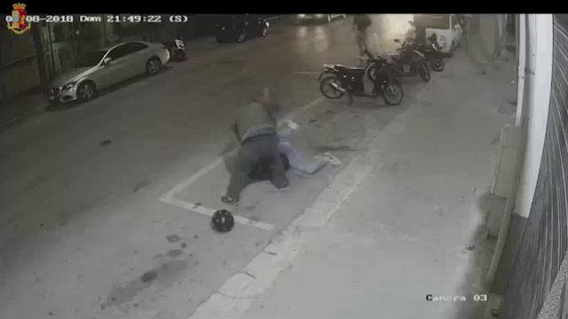Ragusa, il figlio è vittima di un bullo: i genitori lo prendono a sprangate