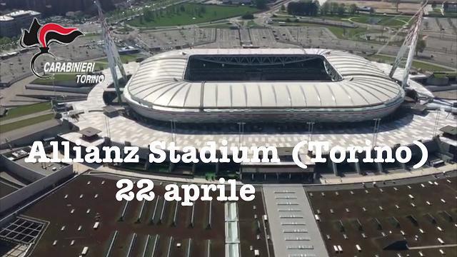 L'elicottero dei carabinieri in volo sull'Allianz Stadium prima della partita