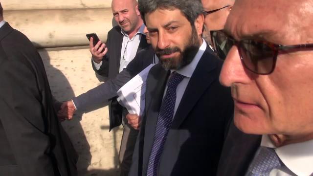 """Consultazioni, Fico accetta l'incarico e incontra Gentiloni: """"Sento la responsabilità? Certo"""""""