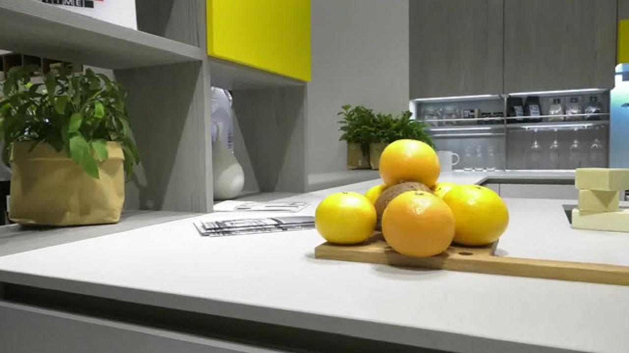 Salone del Mobile 2018: il piano di Veneta Cucine - Video D.it ...
