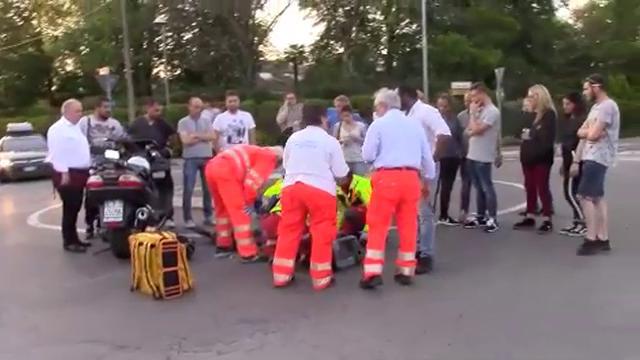 Cadelbosco: auto contro moto alla rotonda, due feriti