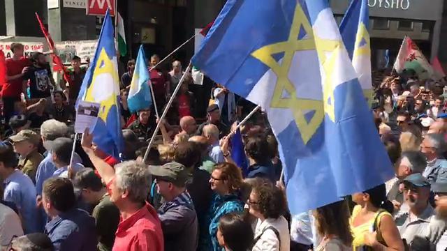 """25 aprile Milano, contestata la Brigata ebraica: """"Israele fascista, stato terrorista"""""""
