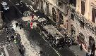 Roma, quel che resta del bus in fiamme a via del Tritone