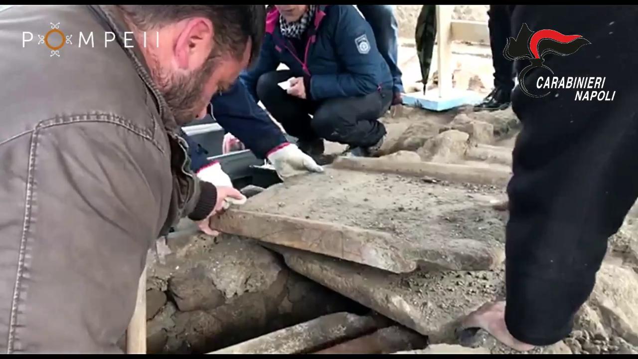 Nuovi ritrovamenti a pompei il sito scoperto da tombaroli for Sito la repubblica