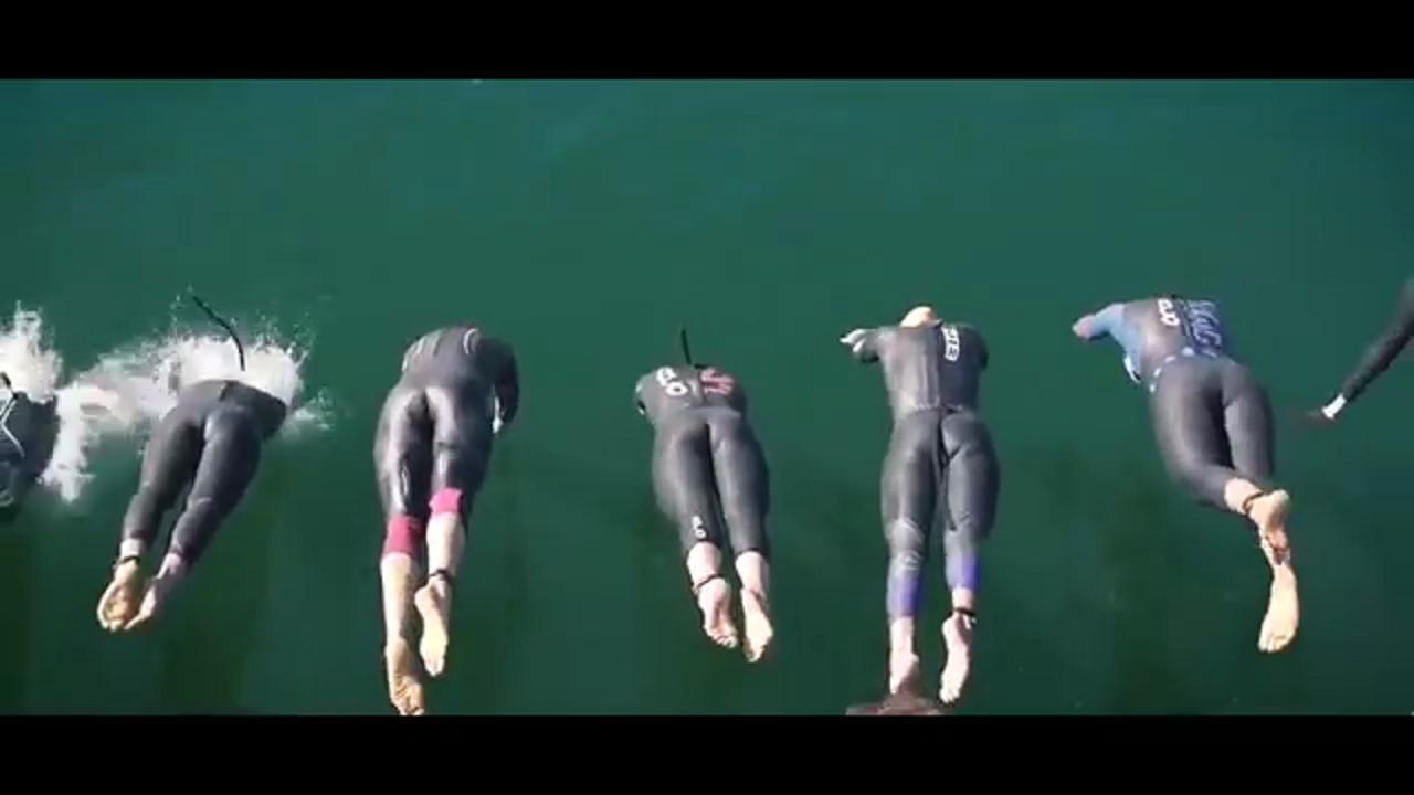 Calendario Aste Trani.Trani La Sfida Degli Atleti Del Triathlon Nuoto E Ciclismo All Ombra Della Cattedrale
