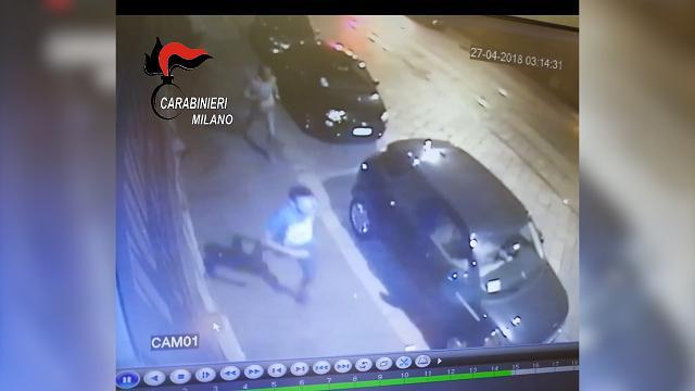 Notte di violenza a Milano, il video dell'inseguimento del bengalese ucciso
