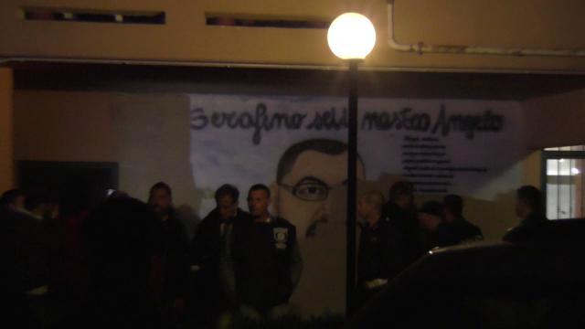 Roma, blitz notturno a Tor Bella Monaca: cancellati i murales dei boss