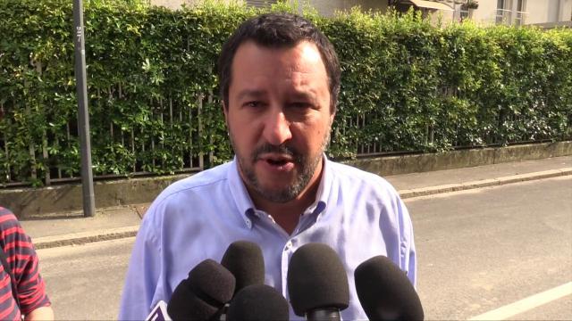 """Governo, scontro su Savona. Salvini: """"No a passi indietro, stasera lista ministri a Conte"""""""