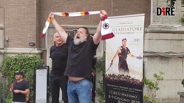 """Russell Crowe nella Capitale, l'urlo del gladiatore: """"Forza Roma"""""""