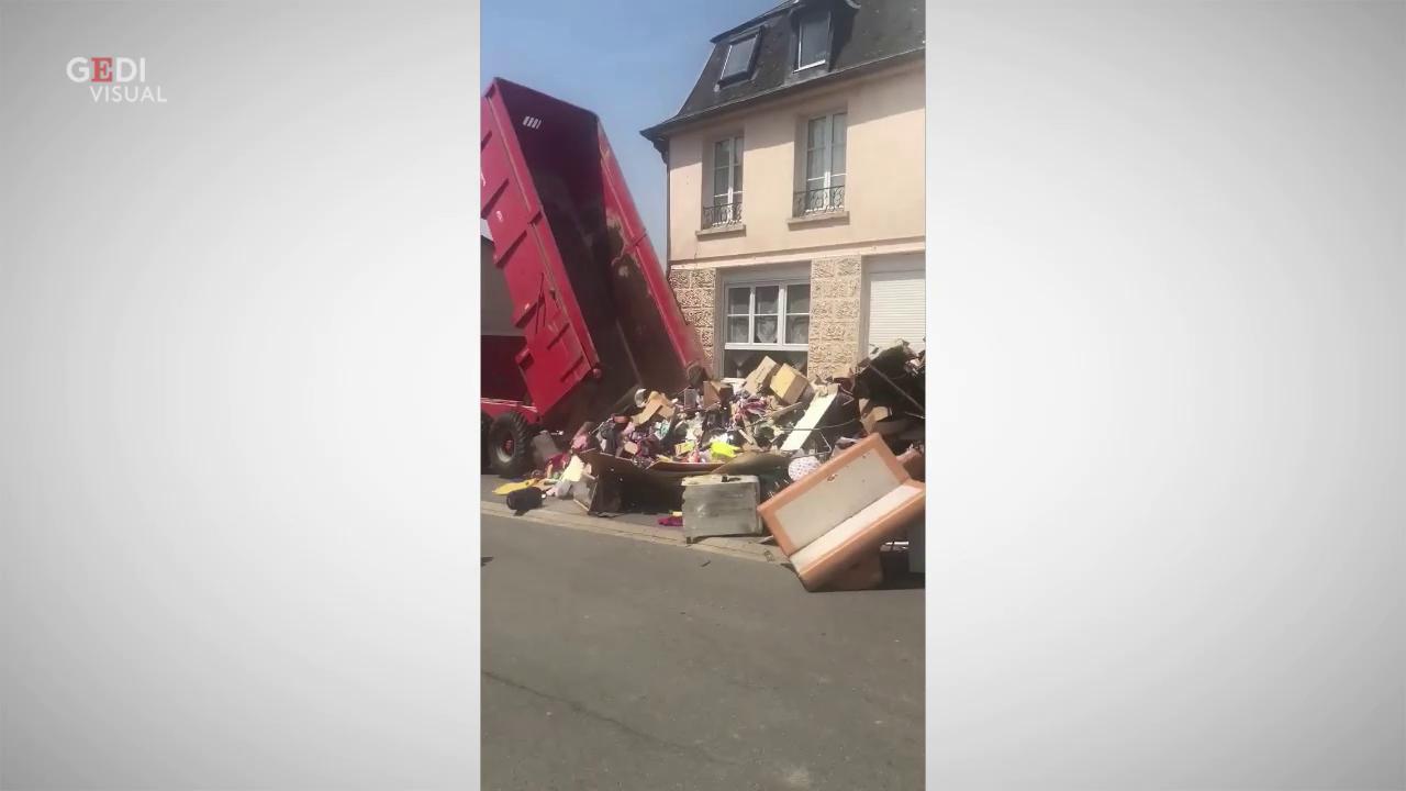 Francia ritrova la casa piena di rifiuti la spietata - Obblighi del proprietario di casa ...