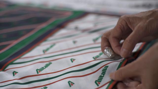 Come sono state realizzate le nuove divise Alitalia disegnate da Alberta Ferretti