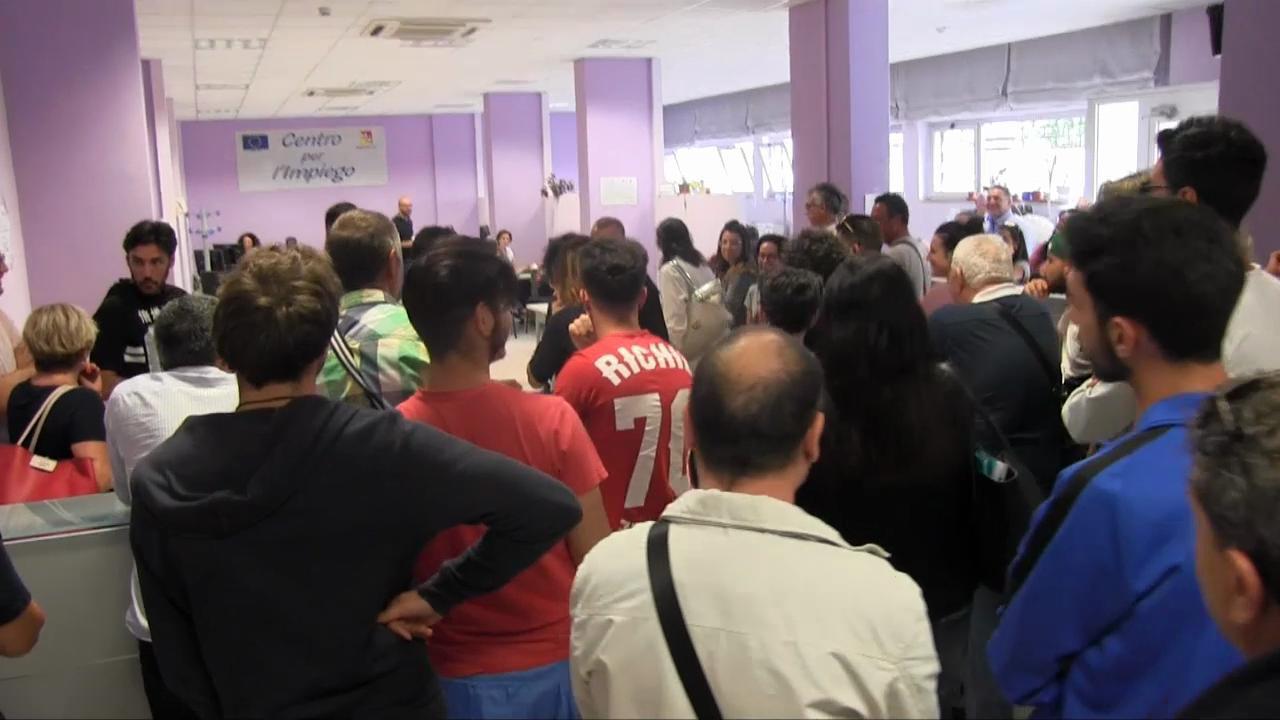 Ufficio Collocamento A Palermo : Palermo troppi disoccupati: si ferma il server del centro per l