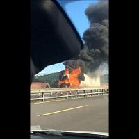 Incendio in autostrada, brucia un tir all'altezza di Calenzano