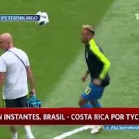 Russia 2018, Neymar e l'ossessione del sombrero durante il riscaldamento