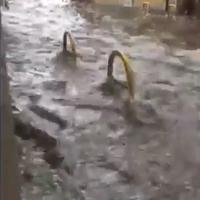 Maltempo in Sardegna, un fiume pauroso in strada per pochi minuti di temporale