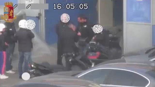 """Milano, sgominata banda dello spaccio, poliziotto """"a libro paga"""""""