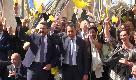 Aboliti i vitalizi: Di Maio festeggia a piazza Montecitorio tra palloncini gialli e spumante