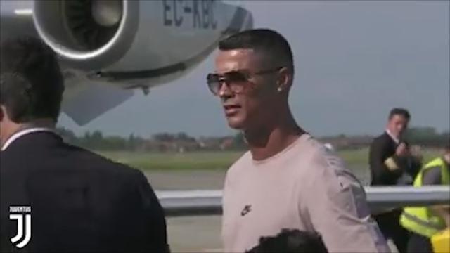 Torino, l'arrivo di Cristiano Ronaldo: i primi passi di CR7 a Caselle con Georgina