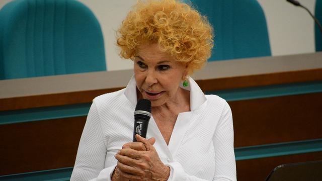 """Ornella Vanoni canta il suo """"Grazie"""" alla Maugeri"""