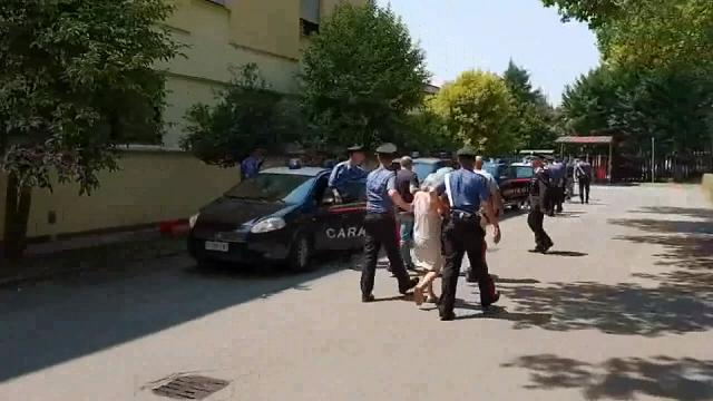 Reggio Emilia, si ribella ai parenti e fa arrestare una famiglia di nomadi