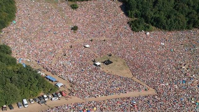 RisorgiMarche, la Woodstock di Jovanotti: in 70mila sul prato cantano L'ombelico del mondo