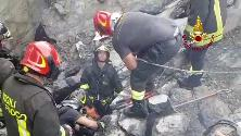Genova, crolla ponte Morandi: le ricerche dei superstiti sotto le macerie