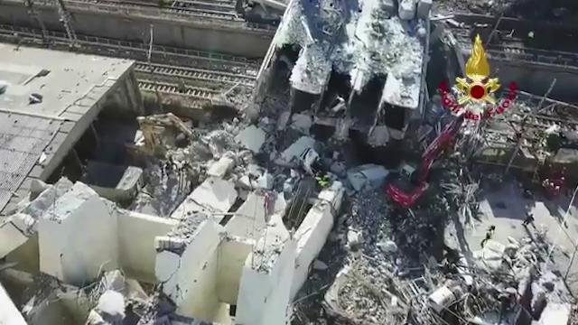 Genova, crolla ponte Morandi. Il drone sorvola la zona il giorno dopo il disastro