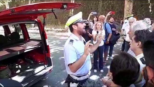 """Genova, crolla ponte Morandi. L'agente: """"Il pilastro si sta inclinando, non potete rientrare a casa"""""""