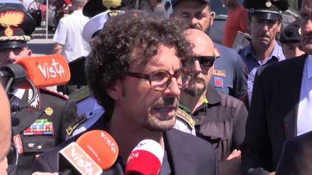 """Genova, crolla ponte Morandi. Toninelli: """"Autostrade inadempienti, pagheranno fino alla fine"""""""