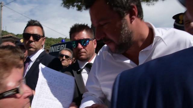 """San Luca, la mamma di una vittima di Duisburg consegna lettera a Salvini: """"Voglio giustizia"""""""