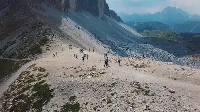 Magnifiche Dolomiti: un drone sulle Tre Cime di Lavaredo